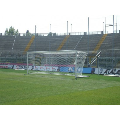 Futbalová bránka s tyčami na sieť